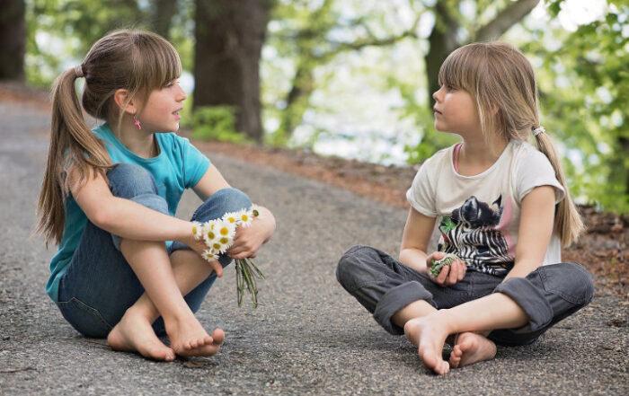 Mädchen im Gespräch