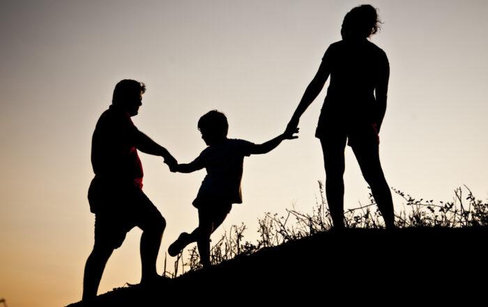 Famile Sonnenuntergang Hügel